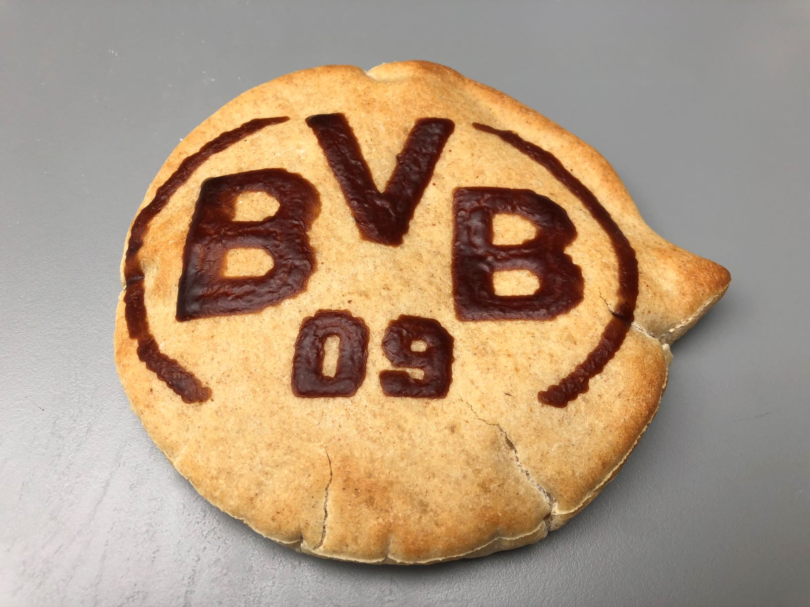 Bun decorated with BVB logo made with RudinJet by FoodJet bread decorator